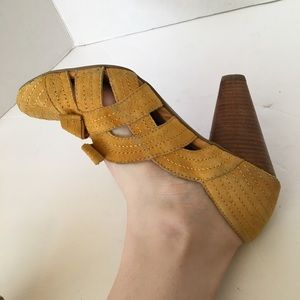 Seychelles Shoes - Seychelles yellow suede heels size 10